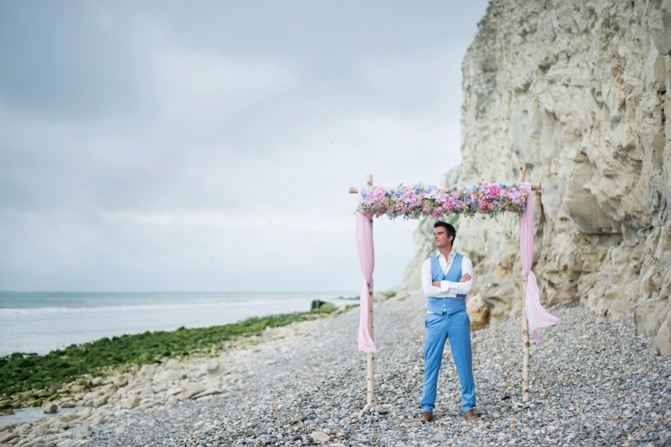 wedding ceremony on Chalk coast of Calais, France