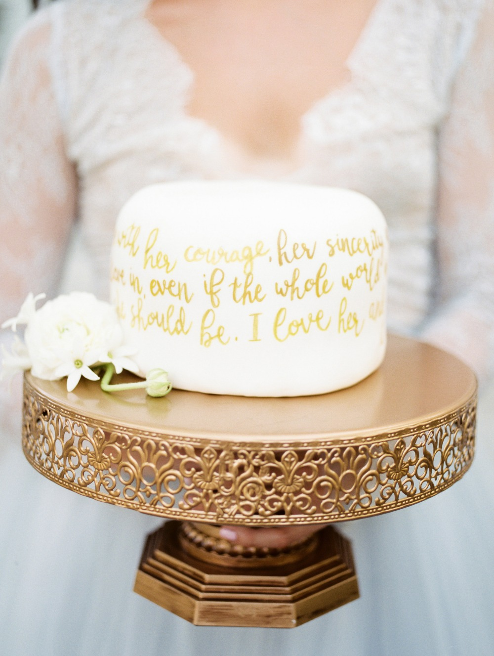 Elopement wedding cake with vows