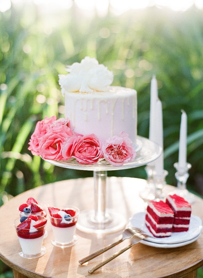 sweet little wedding cake table