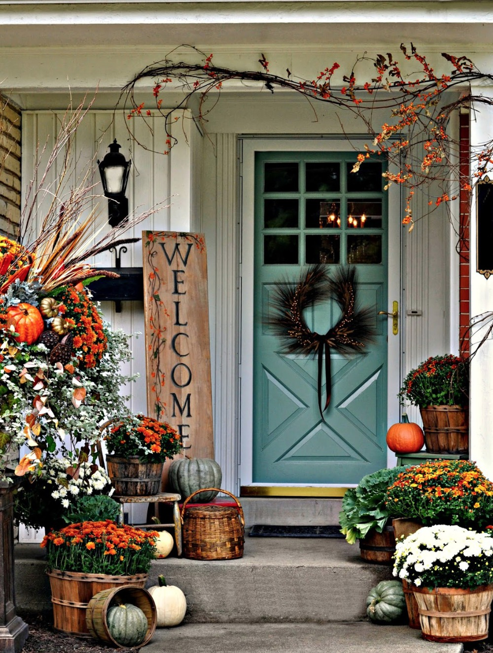 Trending 15 fall porch decorating ideas for Fall patio decorating ideas