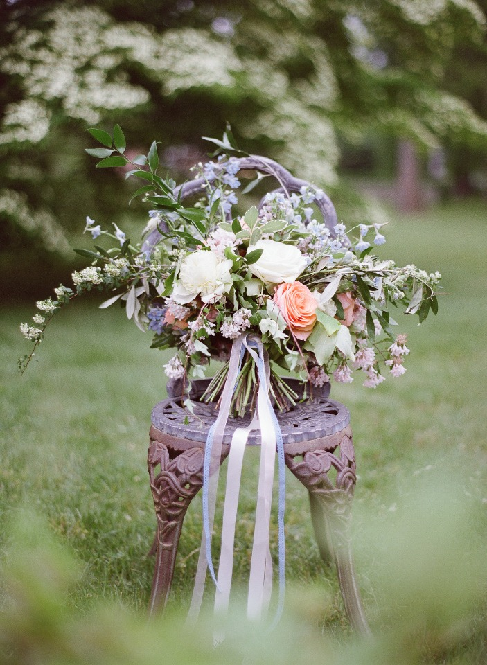loose white and peach wedding bouquet
