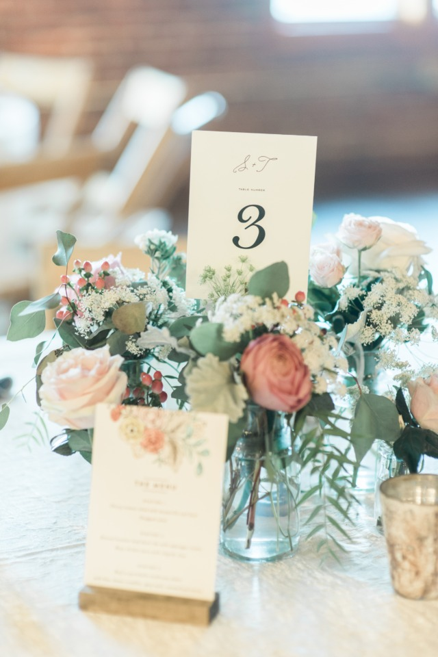 romantic and classic wedding centerpieces