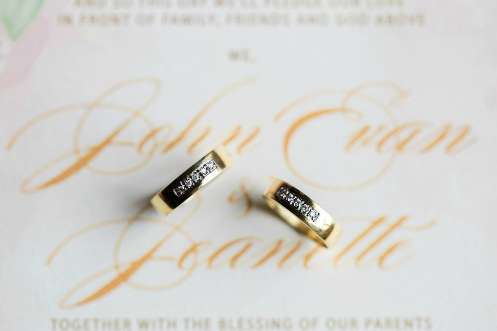 gold and diamond wedding bands