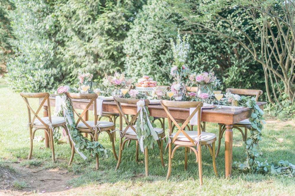 Chic reception table