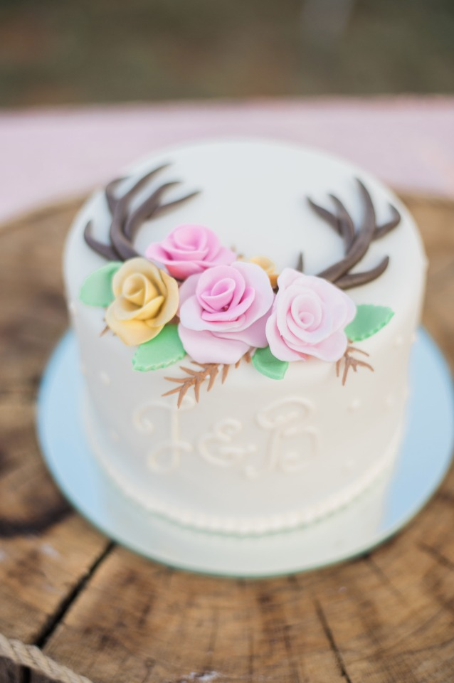 Antler sweetheart cake with roses