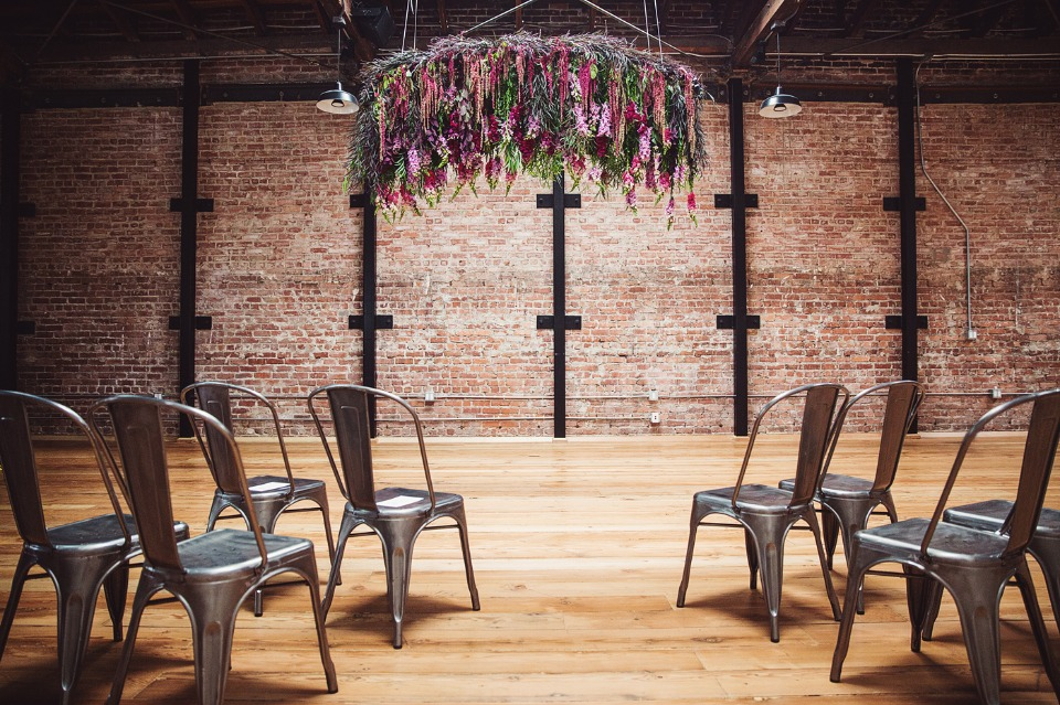 modern industrial fall wedding decor