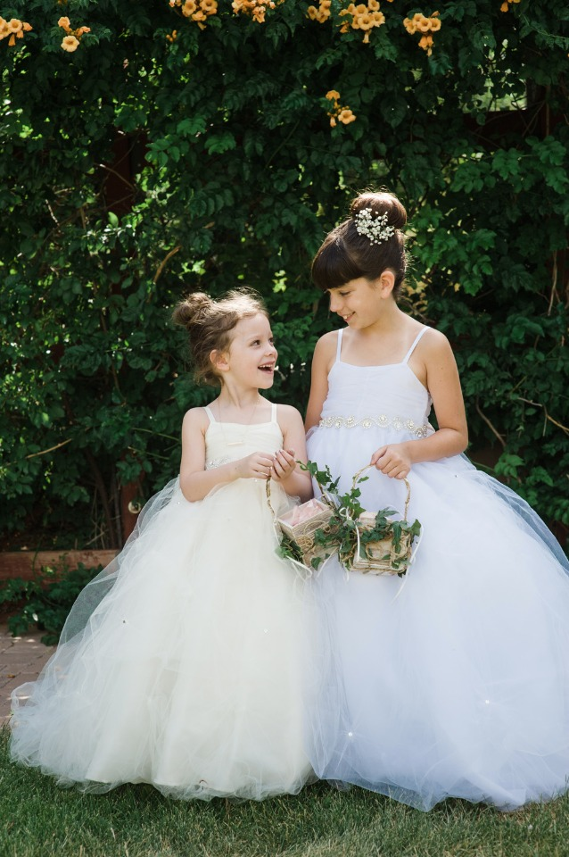 Flower girls in tulle dresses