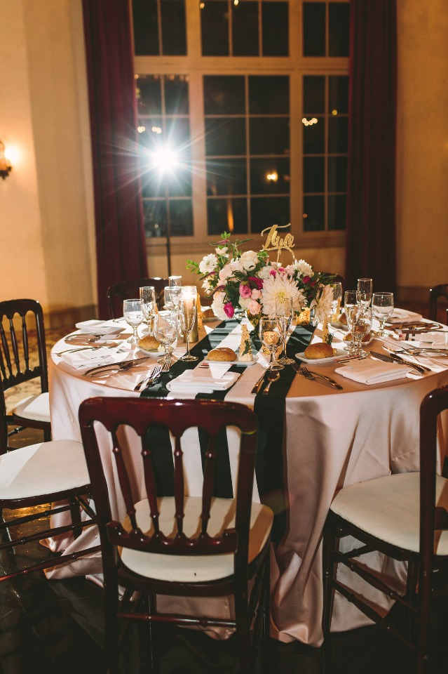 gold black and white wedding table decor