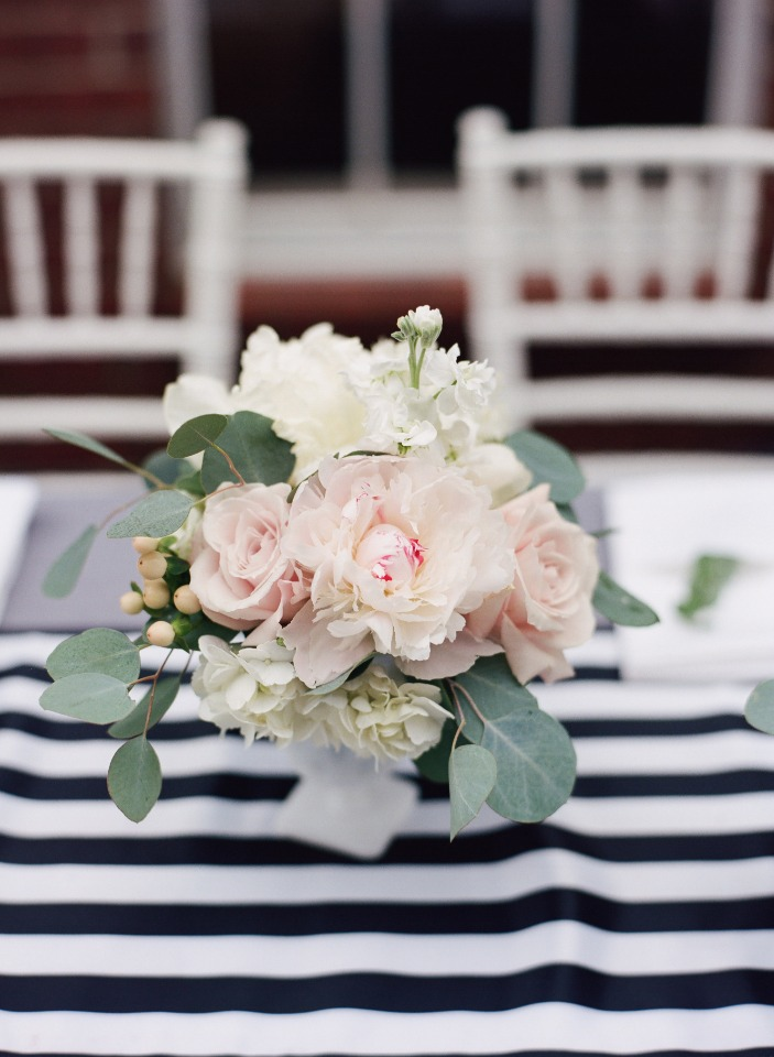 Simple and chic centerpiece