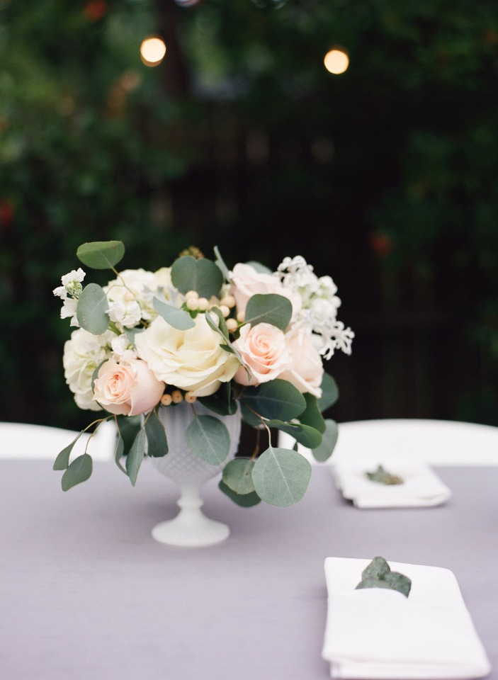 classic white and peach centerpiece