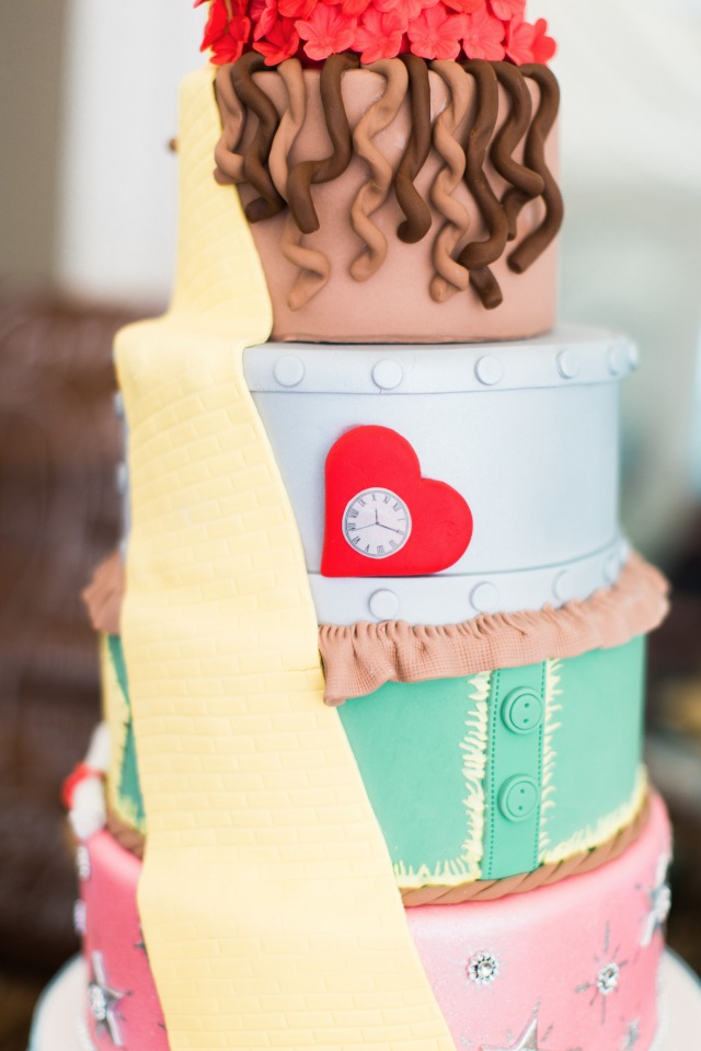 unique wizard of oz themed cake