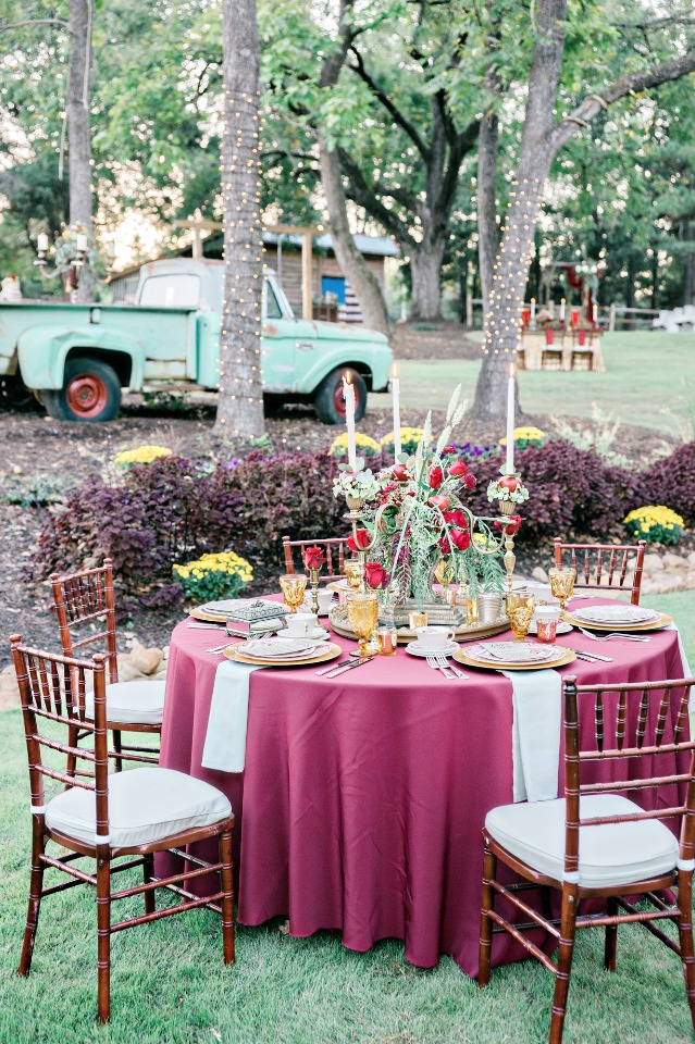 red and gold wedding table