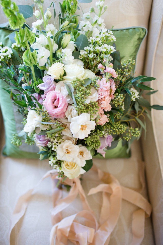 soft pink and purple wedding bouquet
