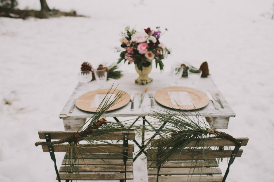 rustic winter sweetheart table