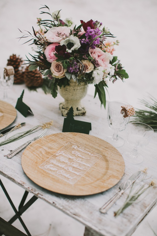 wooden wedding plates with clear plastic menus