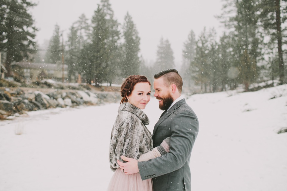 snowy day wedding couple
