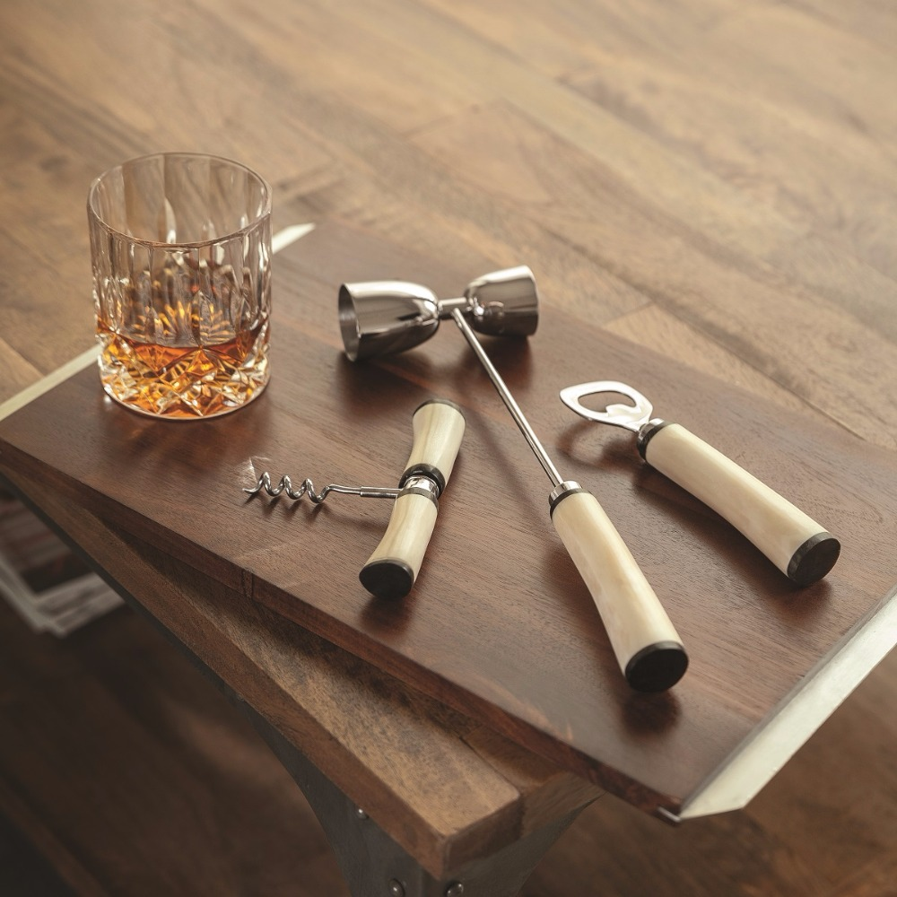 luxury bar set from The Bar Cartist