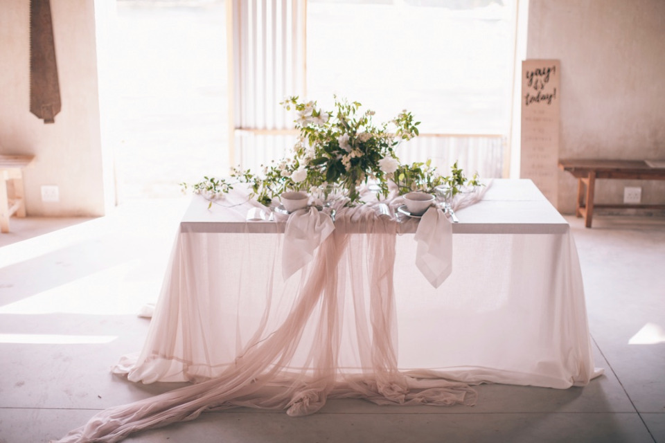 blush and white wedding table decor