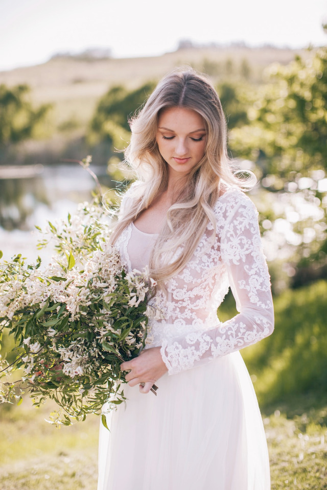 beautiful bridal look with flowing white dress