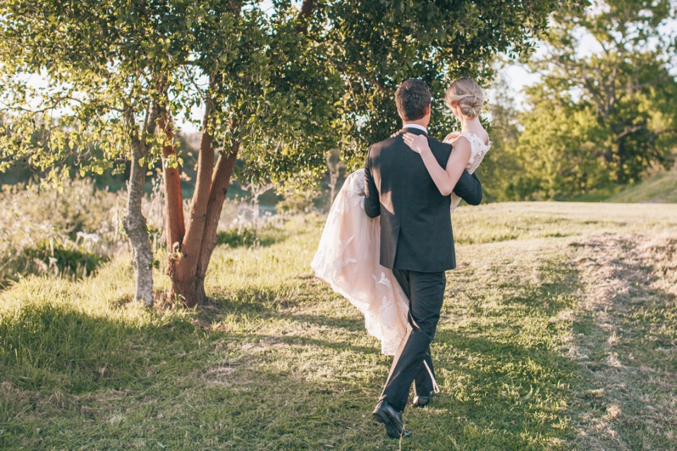 super cute bride and groom photography