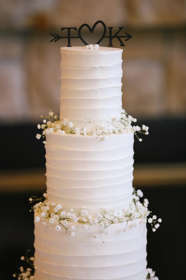 white wedding cake with babys breath