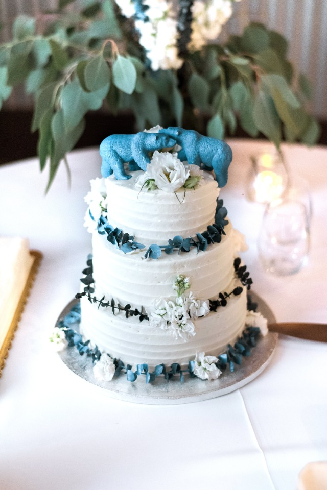 blue bear topped wedding cake