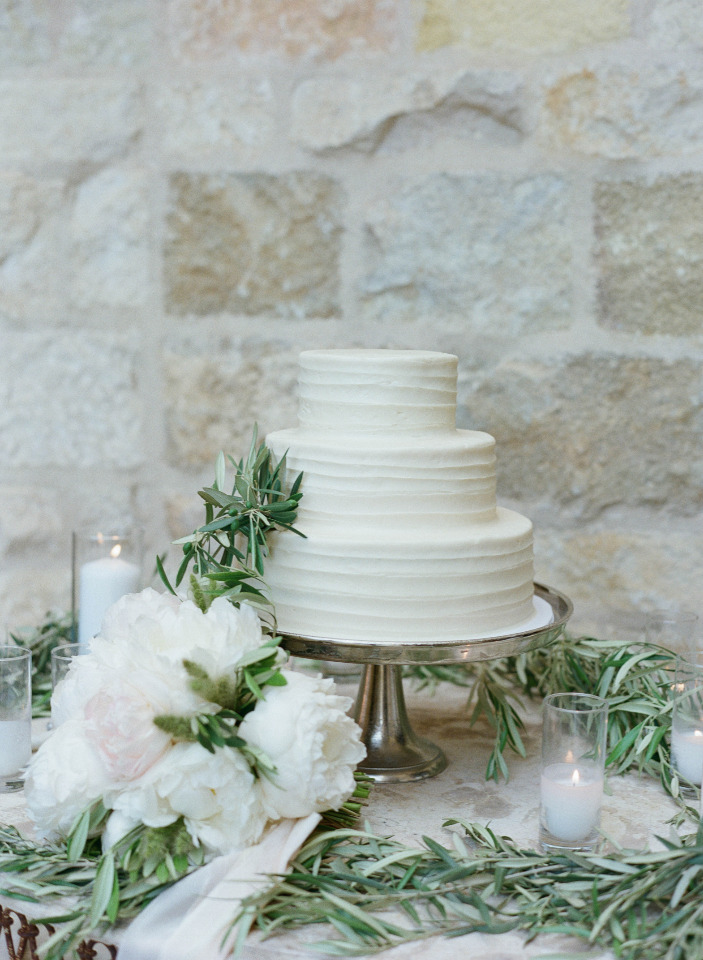 classic simple white wedding cake