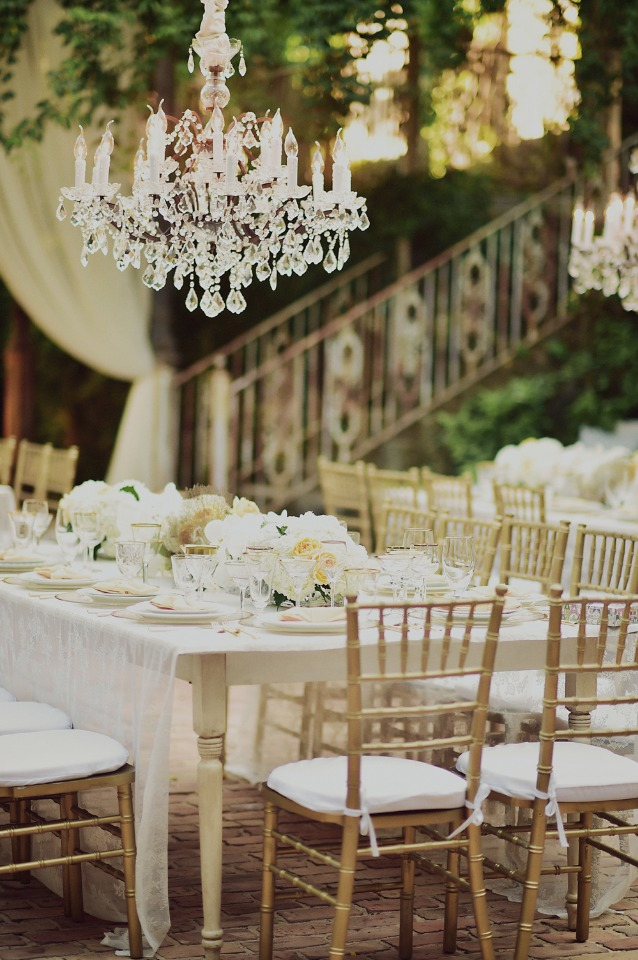 gold and white glam wedding decor