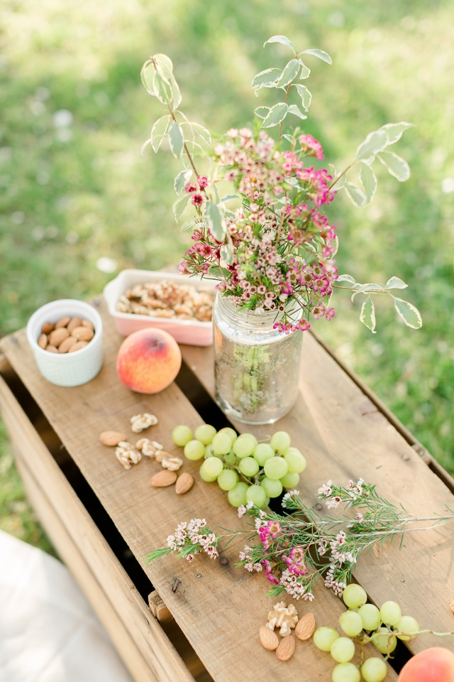 Cute and simple outdoor picnic
