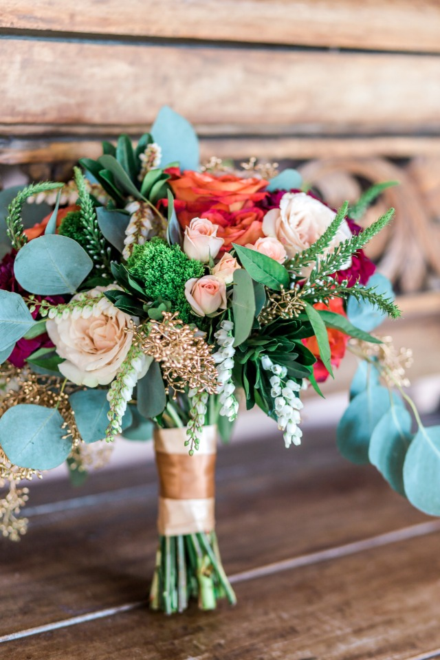 peach and red wedding bouquet