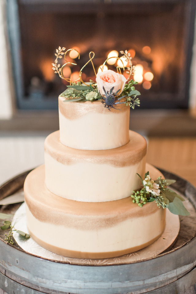 Natural gold wedding cake