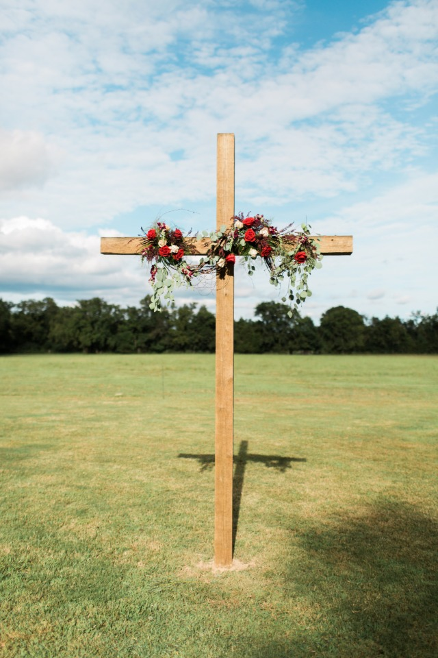 Floral cross for ceremony