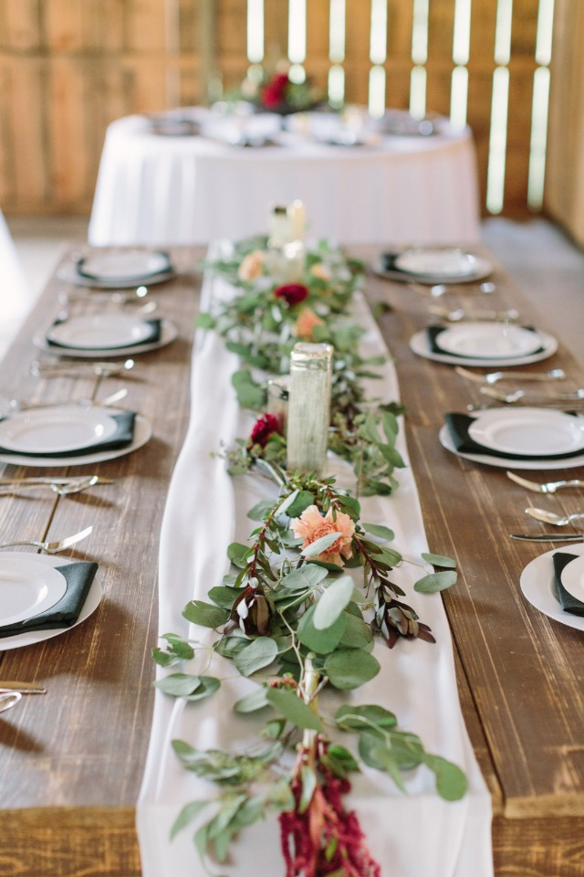 Chic and simple table decor