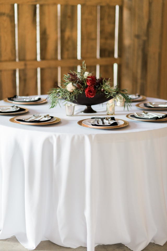 Simple and elegant black, red and gold table decor
