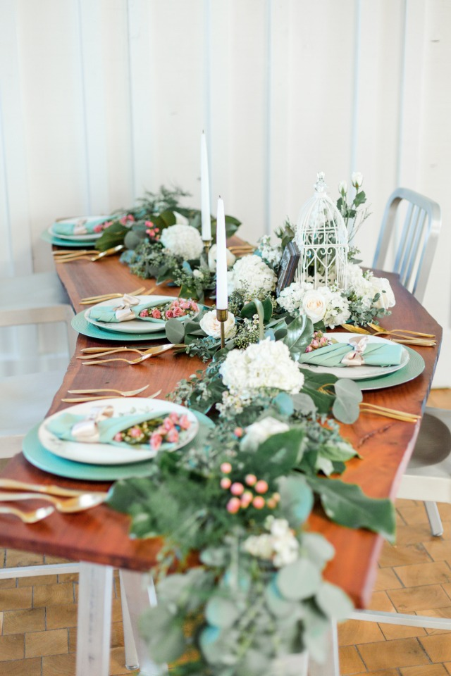 gold pink and green wedding table