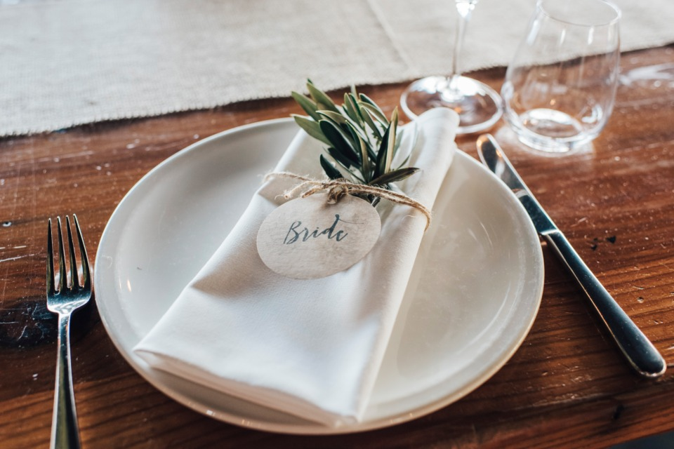 Simple and natural place setting idea