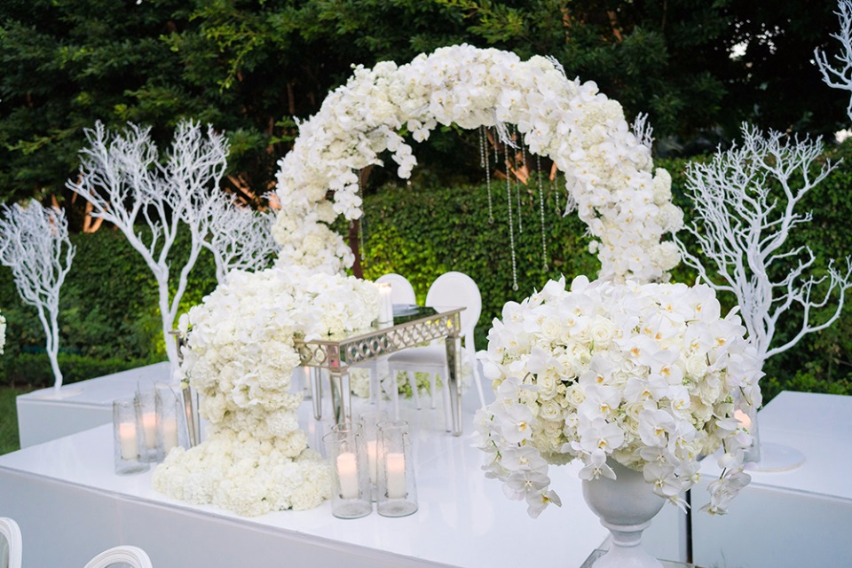 wintry white sweetheart table