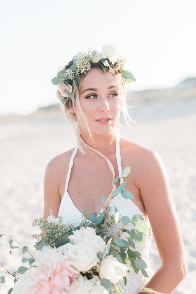 Natural and elegant boho beach bride