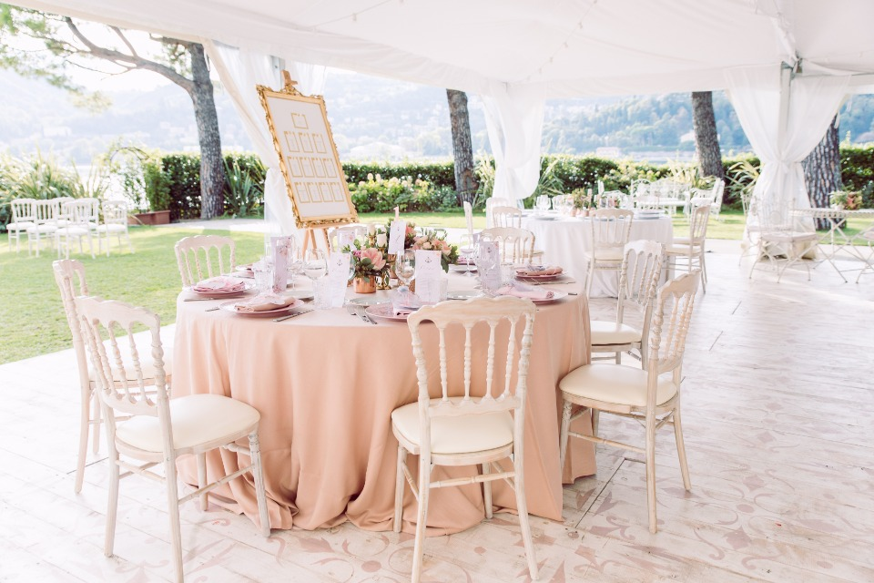 Pink and peach outdoor reception in Italy