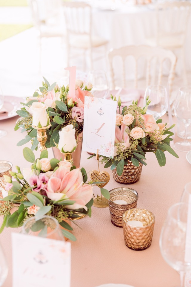 Chic table setting in pink and gold