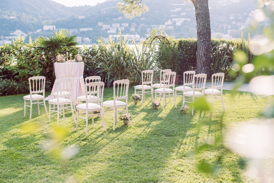 Elegant outdoor double wedding in Italy