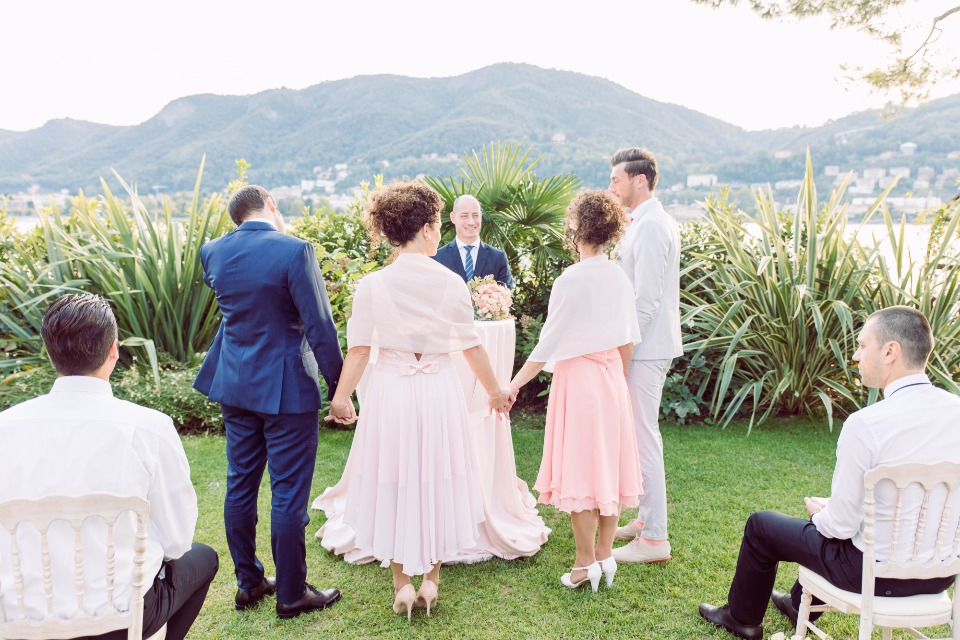Twin sister double wedding ceremony in Italy