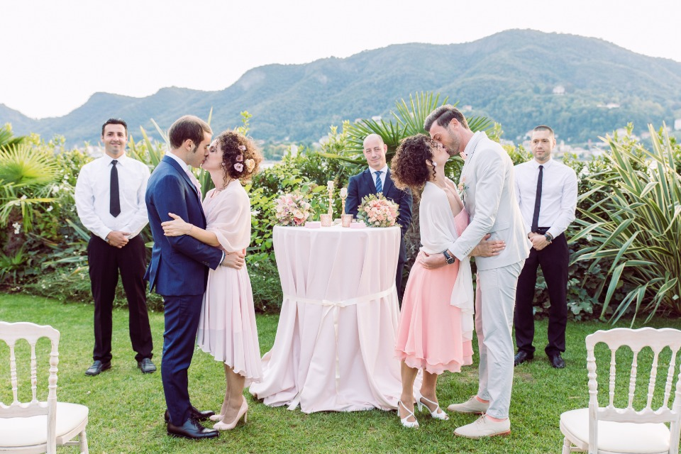 Romantic double wedding in Italy