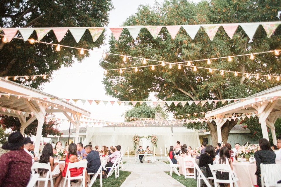 Charming wedding decor for your outdoor wedding