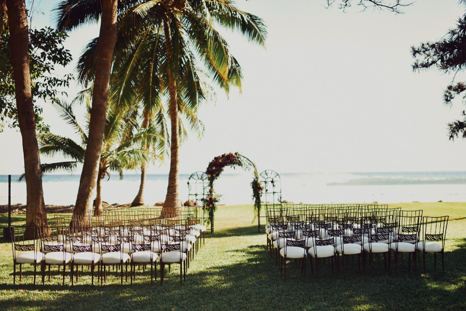 Outdoor Hawaiian wedding