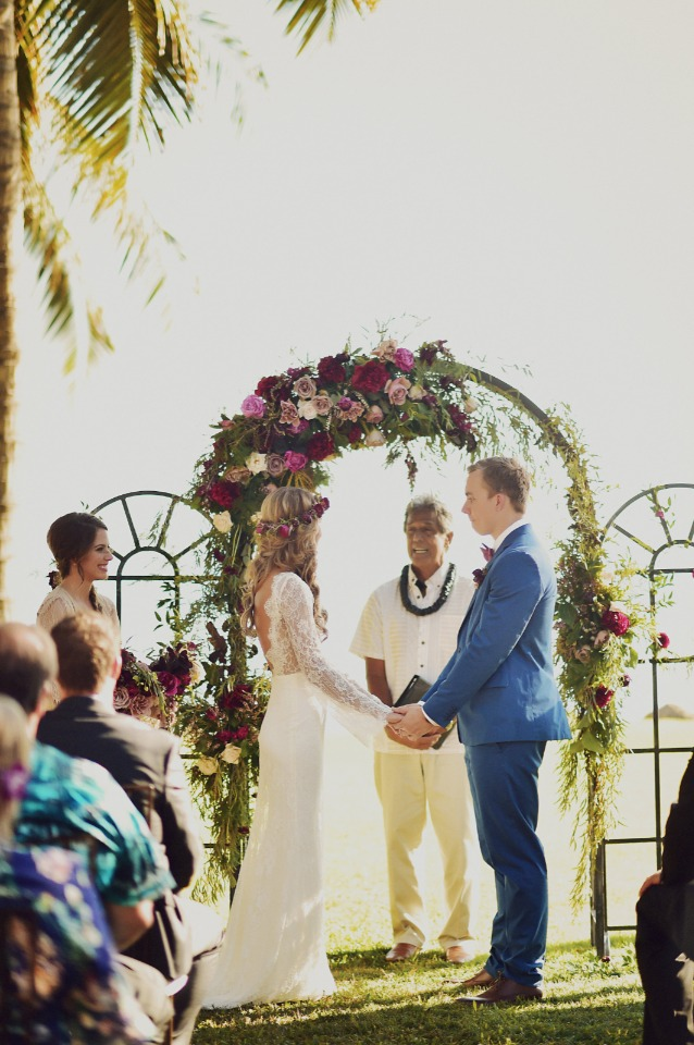 Beautiful outdoor Hawaiian wedding
