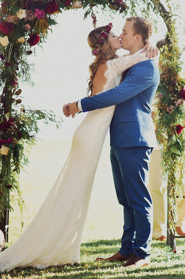 Just married kiss