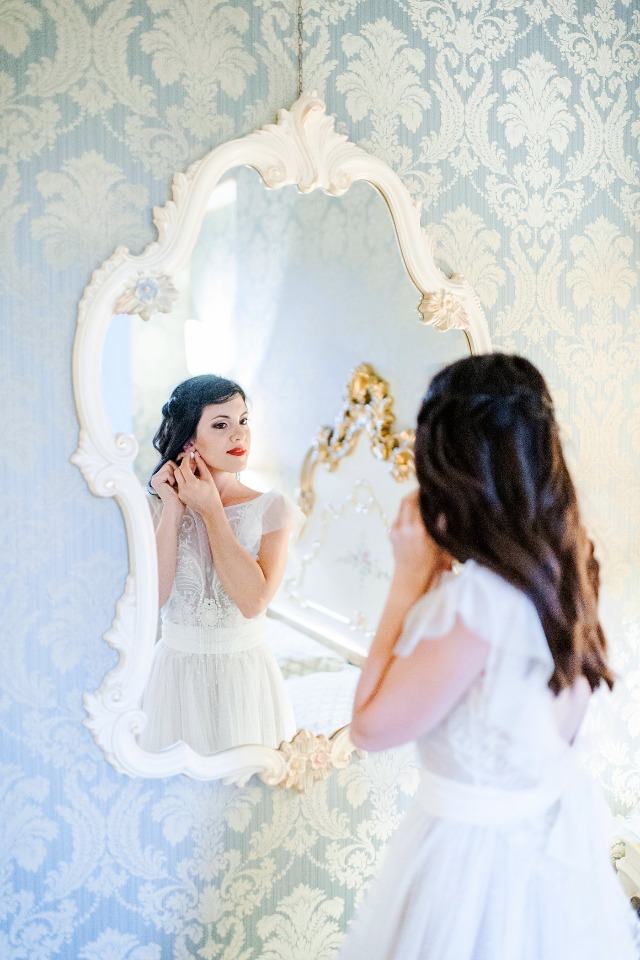 gold gilded mirror for getting ready