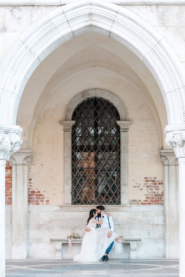 bride and groom in Venice Italy