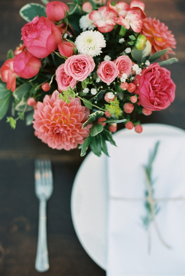 Cute mason jar floral arrangement for your reception tables
